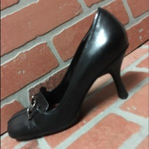 Enzo Angiolini size 6M black leather pumps